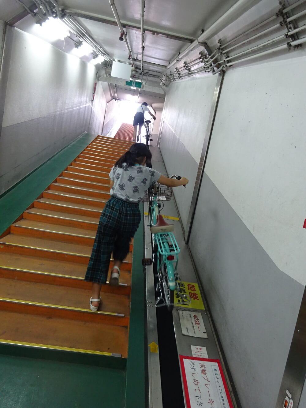 地下駐輪場からの出庫