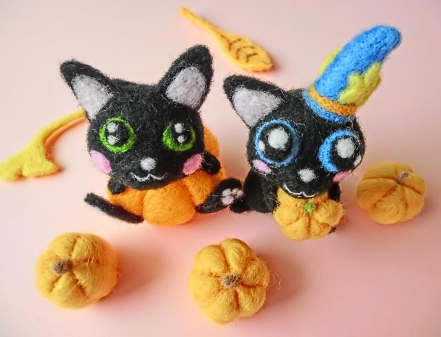 ハロウィーンのカボチャと黒猫の人形