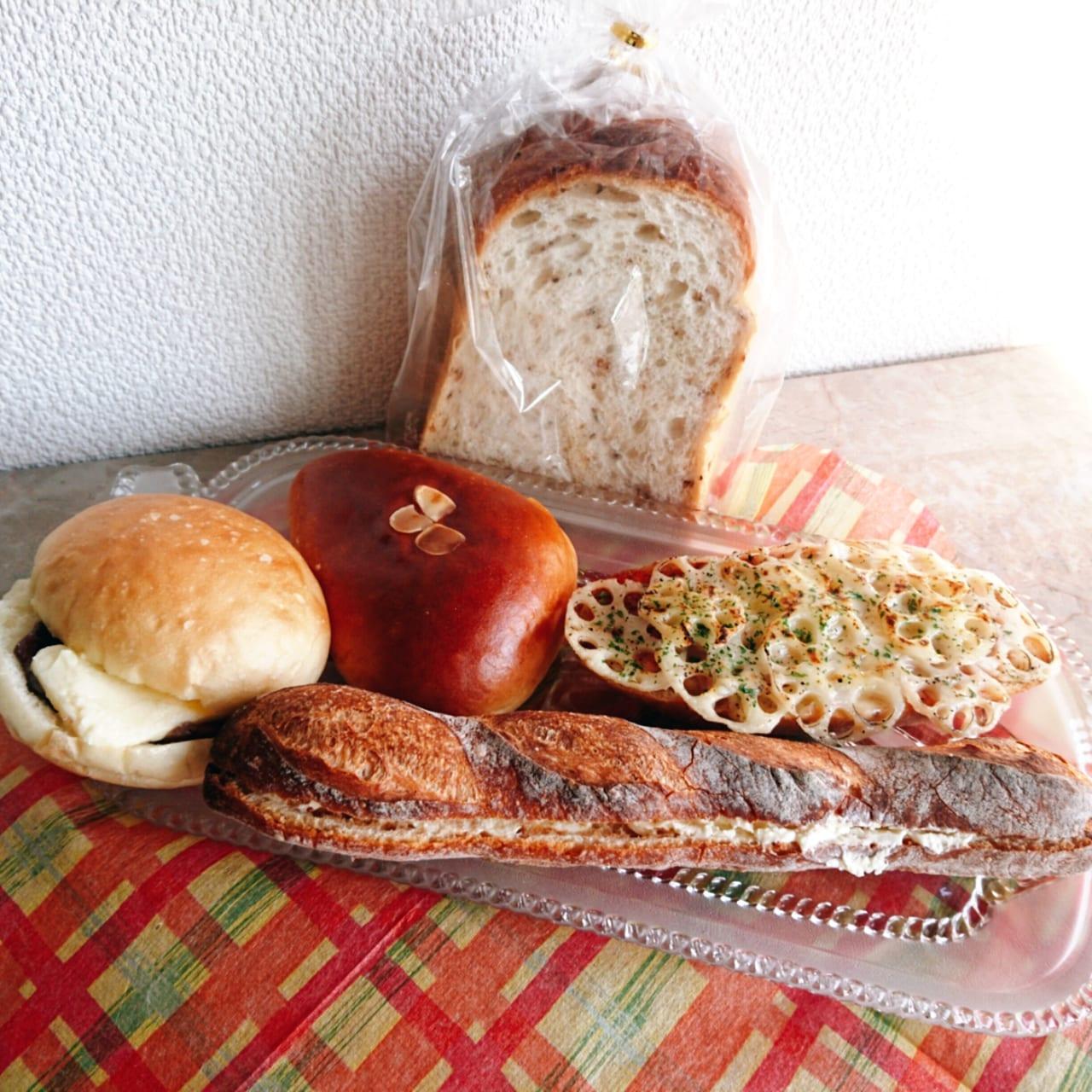玄米食パンとクリームパンとレンコンとカスクートとアンバターパン