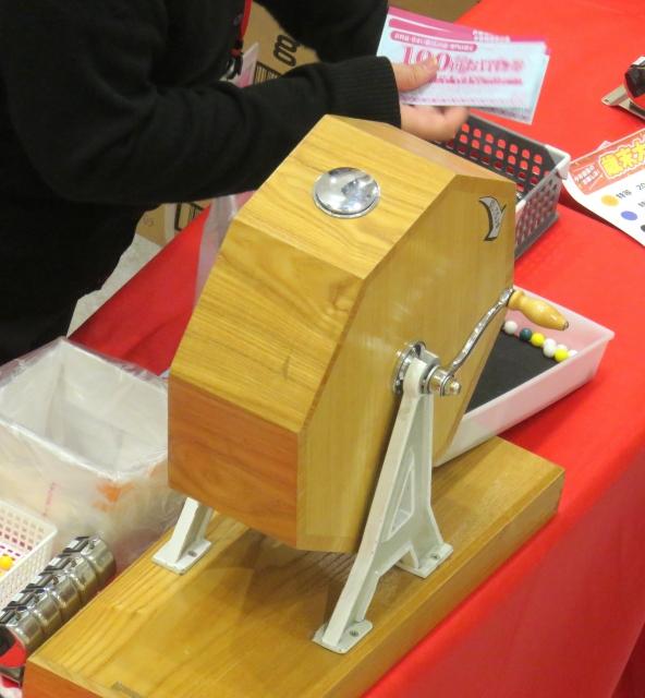 木製のガラポンのくじ引き