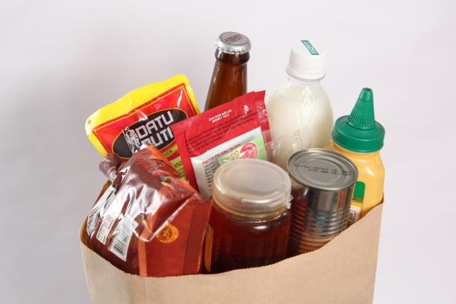 袋に入った缶詰や瓶やレトルト食品