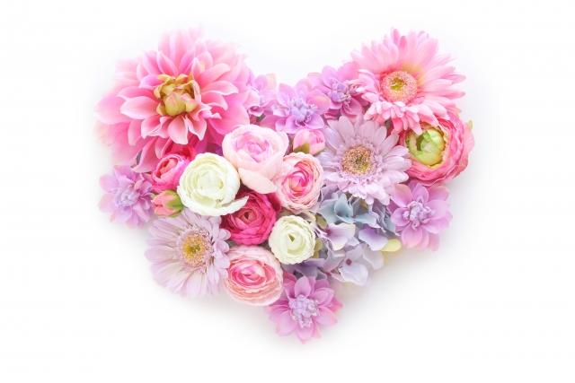 ハート型になったピンク色の花の集まり